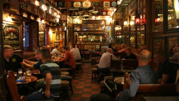 El pub irland s - Decoracion bares tematicos ...