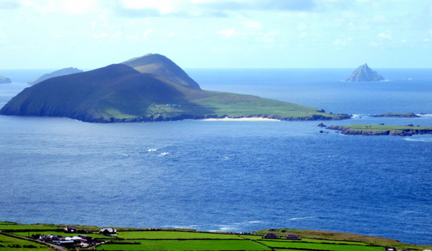 "The Great Blasket seen from the mainland provided by <a href=""http://felicityhayes-mccoy.blogspot.no/"" >Wilf Judd</a>"