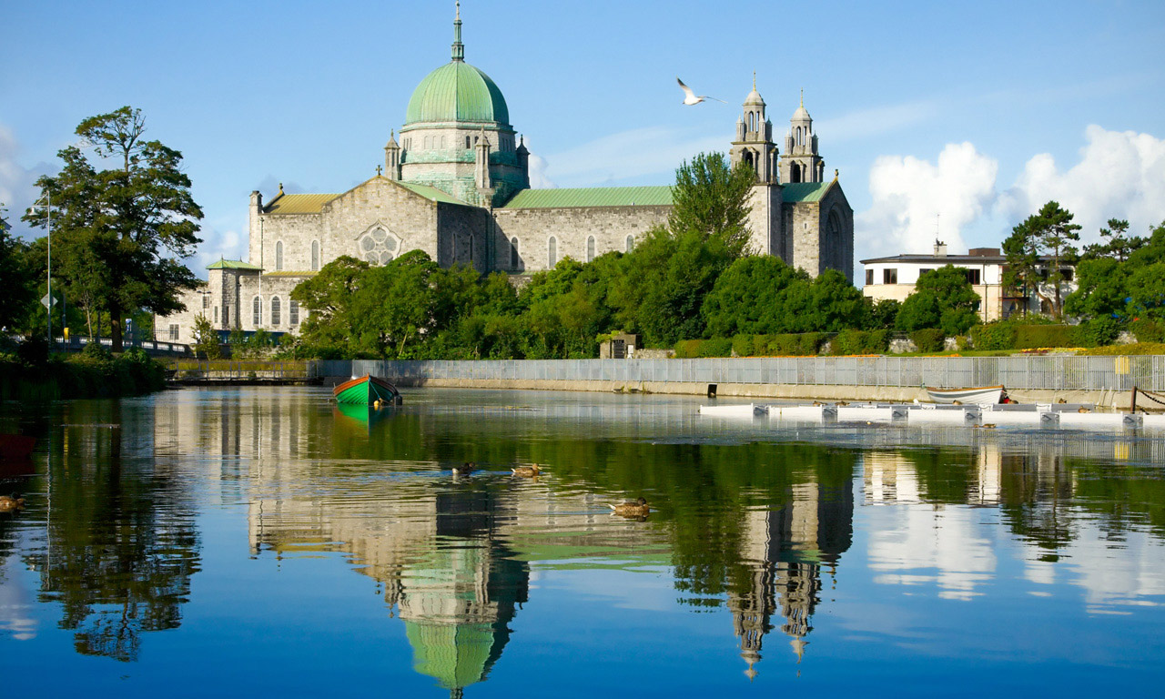 Galway City Party Town Of The West Of Ireland Ireland Com