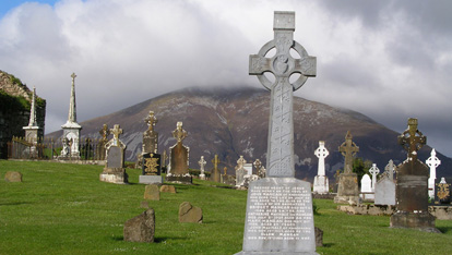 "The cemetery at Lahardane ofrecido por <a href=""http://addergoole-titanic.com/"" >Addergoole Titanic Society</a>"