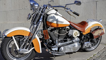 "A customised Harley Davidson  aangeboden door <a href=""http://www.shutterstock.com/gallery-747913p1.html"" >KarSol/Shutterstock.com</a>"