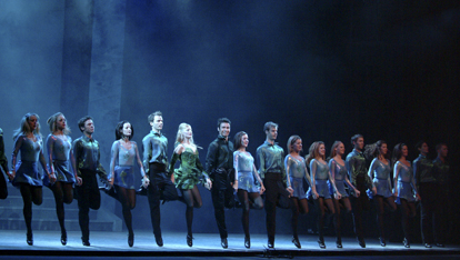 The classic Riverdance line ofrecido por &lt;a href=&quot;http://media.riverdance.com/world-login/photo-gallery/&quot; >Riverdance&lt;/a>