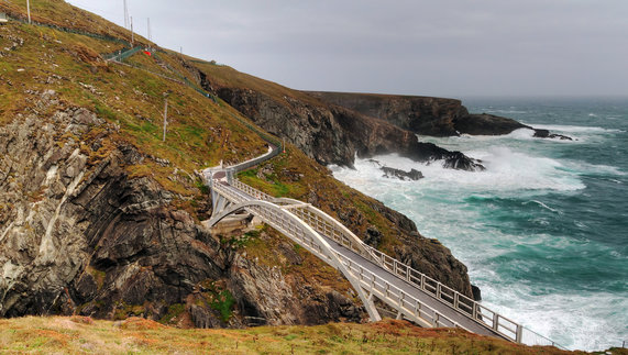 "Bridge at Mizen Head, County Cork fourni par <a href=""http://www.shutterstock.com/gallery-506326p1.html"" >Kwiatek7</a>"