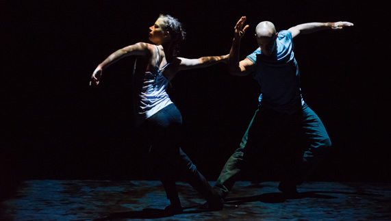 "Dancers from Still Current fourni par <a href=""http://www.sadlerswells.com/"" >Hugo Glendinning/Sadler's Wells</a>"