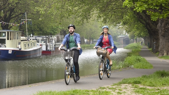 Cycling along the Grand Canal on Dublin Bikes