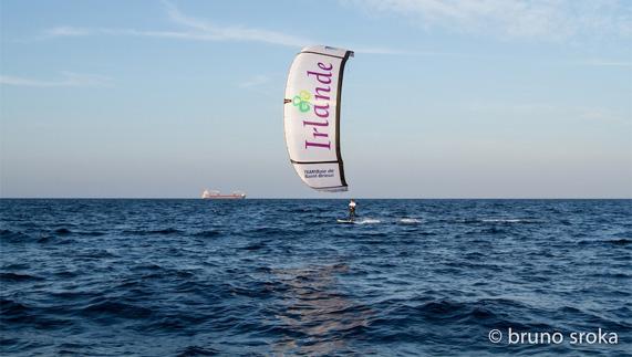 Bruno Sroka, en kitesurf entre la France et l'Irlande
