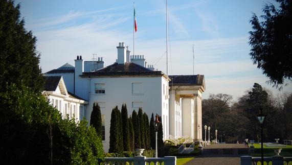 """Áras an Uachtaráin in profile zur Verfügung gestellt von <a href=""""http://www.president.ie/media-gallery/photo-gallery/?album=6&gallery=55"""" >president.ie</a>"""