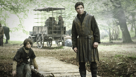 "Arya and Gendry on the King's Road (Castle Ward, County Down) fourni par <a href=""http://www.hbo.com/game-of-thrones"" >© HBO</a>"