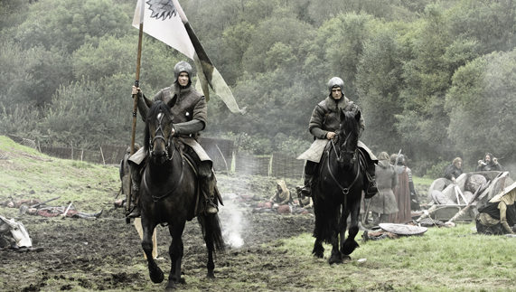 "On the battlefield at the battle of Oxcross (Saintfield Demesne, County Down) fourni par <a href=""http://www.hbo.com/game-of-thrones"" >© HBO</a>"