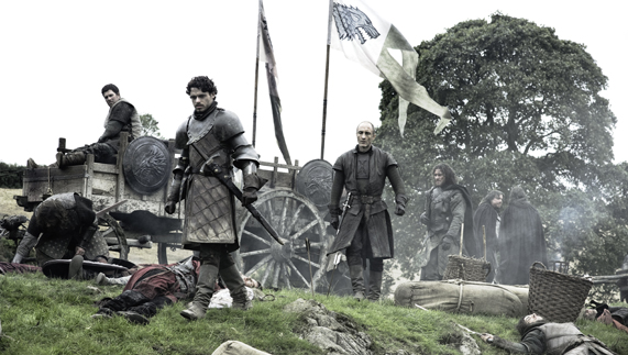 "Robb Stark surveys the Battle of Oxcross (Saintfield Demesne, County Down) ofrecido por <a href=""http://www.hbo.com/game-of-thrones"" >© HBO</a>"