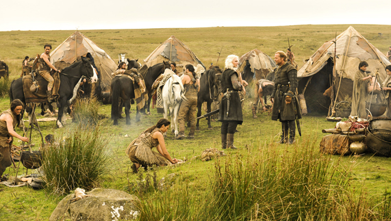 "The nomadic Dothraki setting up camp (Shillanavogy Valley, County Antrim) fourni par <a href=""http://www.hbo.com/game-of-thrones"" >© HBO</a>"