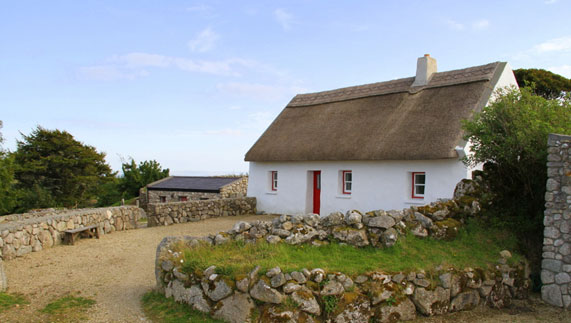 Thatched Cottage at Cnoc Suain