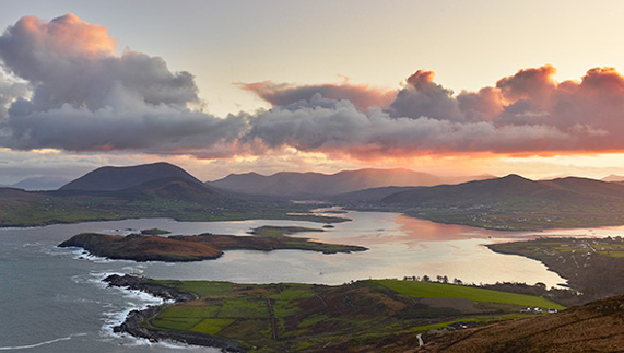 "View of Doulus Bay from Geokaun Mountain, Valentia Island fourni par <a href=""http://www.petercox.ie/"" >Peter Cox</a>"