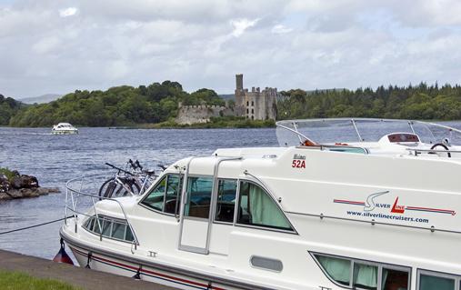 Fahrräder an Bord auf Lough Key