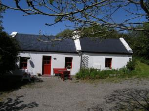 Kleines traditionelles Cottage in abgeschiedener Lage im Co. Kerry am Wild Atlantic Way