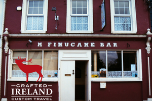 THE IRISH PUB TOUR - Authentic Pubs - 4 and 5 star hotels - luxury transportation with private guide
