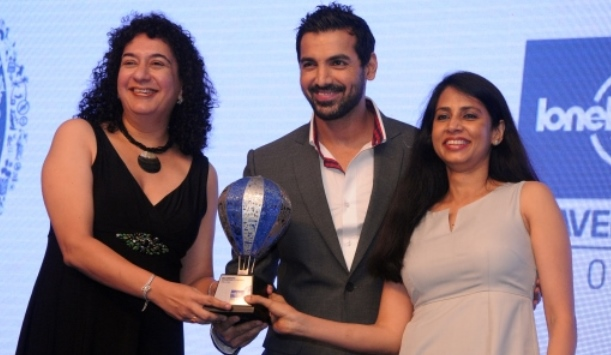 "Huzan Fraser and Beena Menon, both Tourism Ireland, accept the award for Ireland as ""best emerging destination"" from John Abraham, a renowned Indian actor and producer."