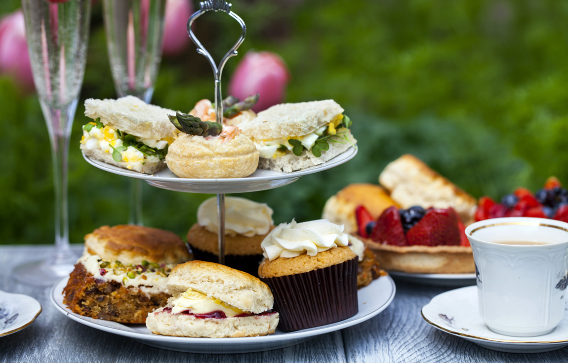 2. See Dublin on a Vintage Tea Tour