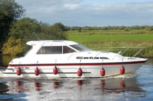 Hire a cruiser and set sail right in the heart of Ireland on the River Shannon with Silver Line Cruisers aboard the Silver Stream for 500 for 7 nights
