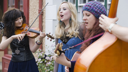 Girls playing the violin at Ulster festival