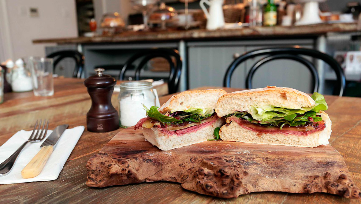 Waterford-blaa bij Hatch & Sons